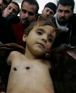 Niño palestino asesinado de dos disparos de bala por un soldado israelí.